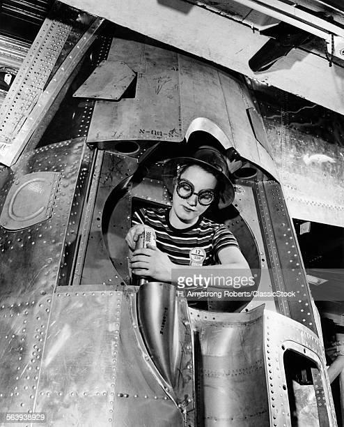1940s WOMAN RIVETER...