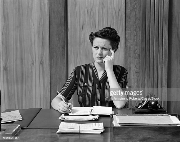 1940s WORRIED WOMAN...