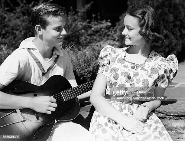 1940s YOUNG TEEN COUPLE...