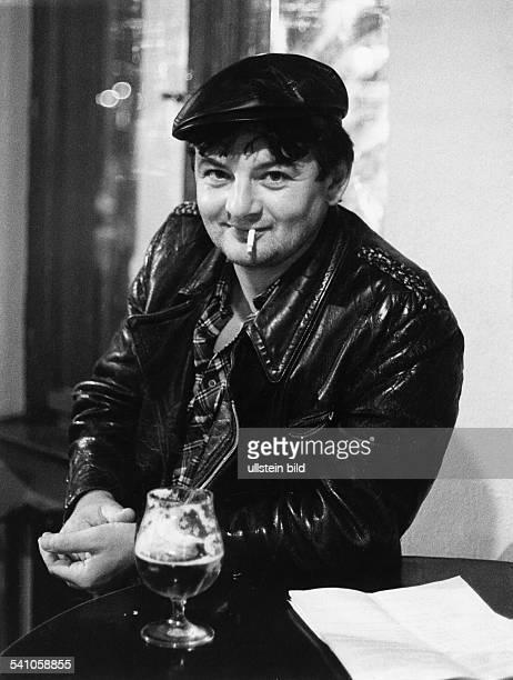 *1948Politiker Die Grünen BRD in der Rolle eines Taxifahrers in demFilm 'Va Banque' 1985