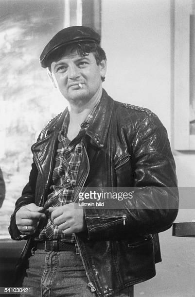 1948Politiker Die Grünen BRDin der Rolle eines Taxifahrers in demFilm `Va Banque' 1985