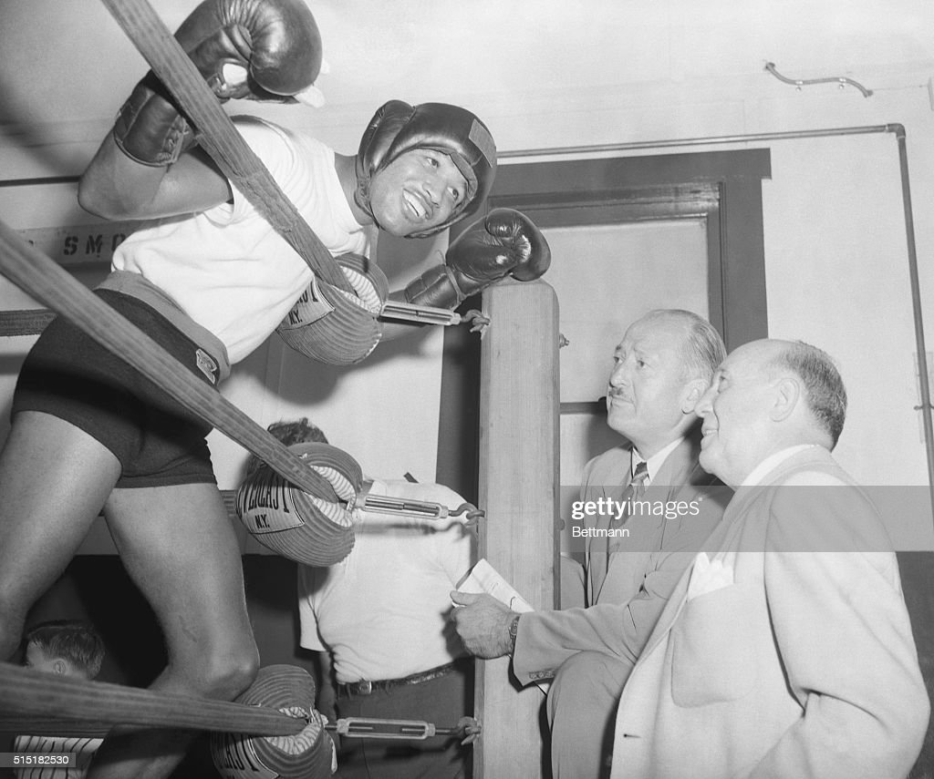 1950Pompton Lakes NJ Sugar Ray Robinson welterweight champion who defends his title against Fusari Aug 9 talks to Dan Parker President of Runyon...