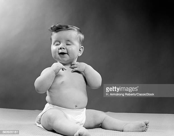 1950s BABY WEARING DIAPER...