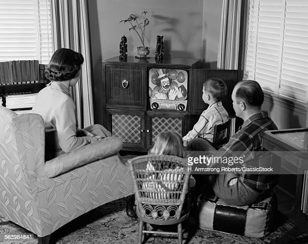 1950s BACK VIEWF FAMILY...
