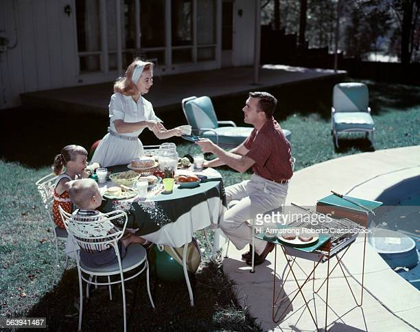 1950s FAMILY IN BACKYARD...