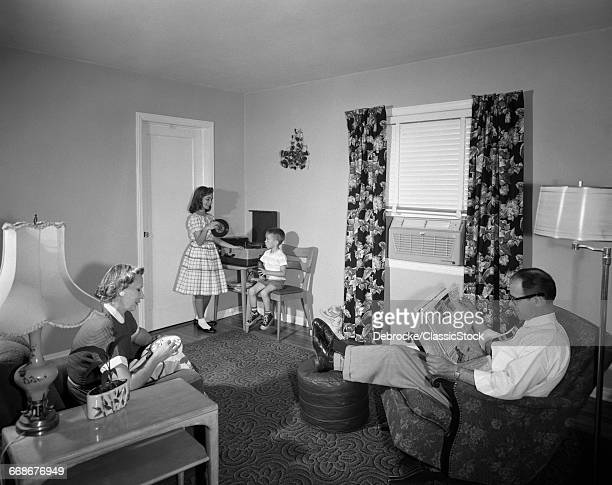 1950s FAMILY LIVING ROOM...