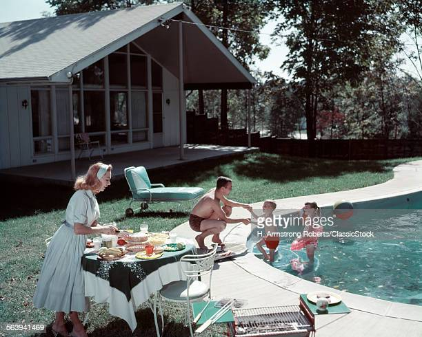 1950s FAMILY OF 4 BACKYARD...