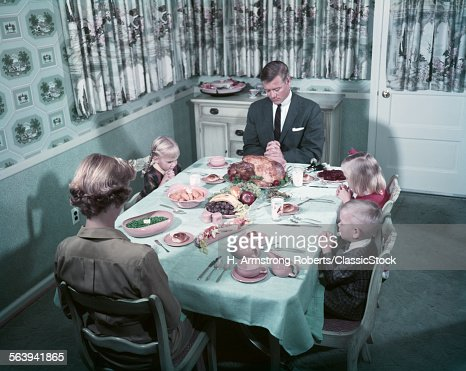 1950s FAMILY SAYING GRACE...