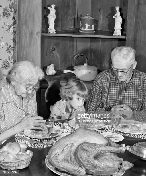 1950s FAMILY THANKSGIVING...