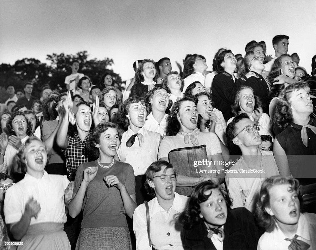 1950s GROUP BOYS GIRLS... : Stock Photo