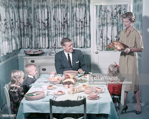 1950s HAPPY FAMILY 5...