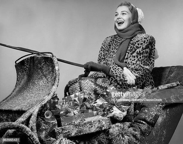 1950s LAUGHING WOMAN IN...