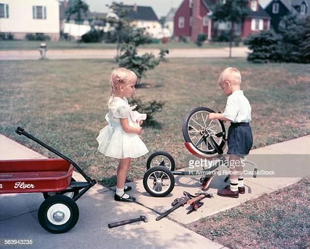 1950s LITTLE GIRL HOLDING...
