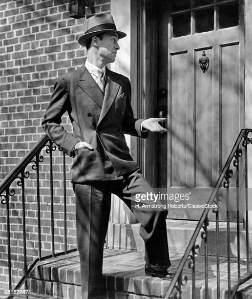1950s MAN SUIT TIE HAT...