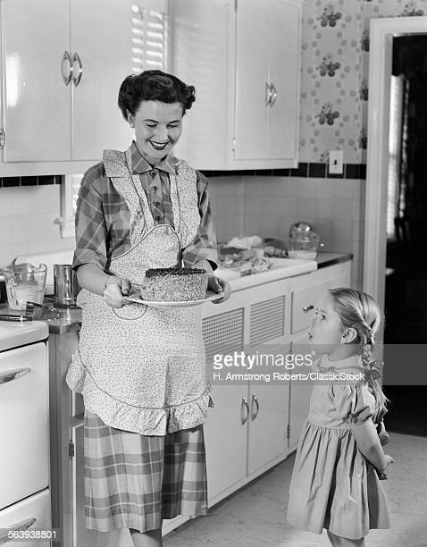 1950s MOTHER IN KITCHEN...