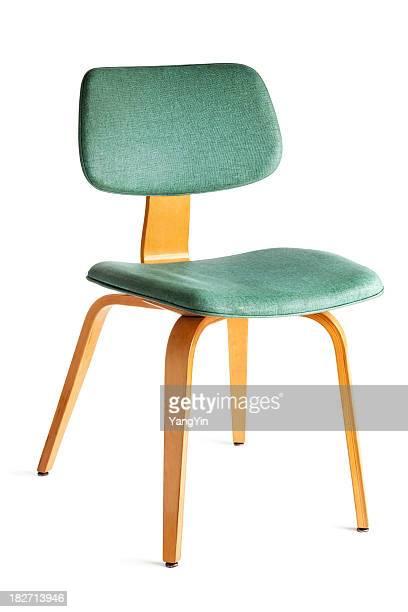 Un mobilier d'époque des années 1950, fléchis et chaises de salle à manger en bois isolé sur blanc