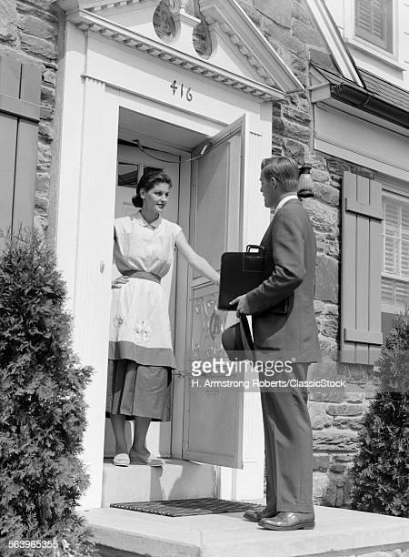 1950s SALESMAN AT DOOR...