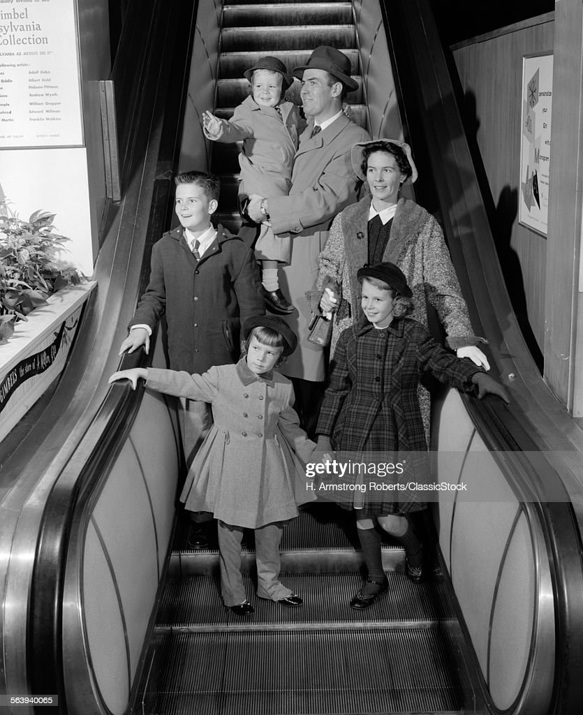 1950s SMILING FAMILY OF 6... : Photo