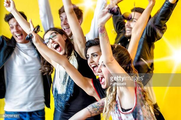 Década de 50-grupo de amigos, divertir-se em Festa