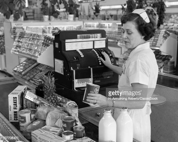 1950s WOMAN GROCERY...