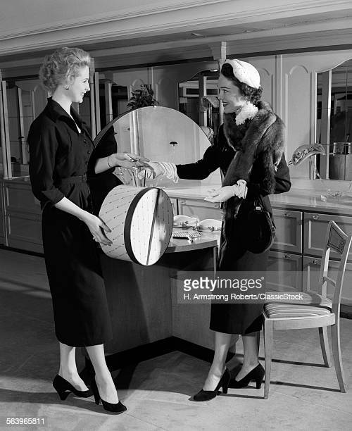 1950s WOMAN IN HAT STOLE &...