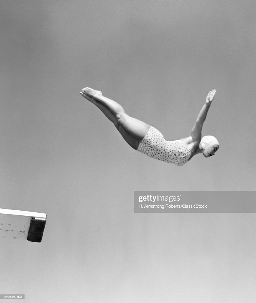 1950s WOMAN SWANIVE OFF... : Stock Photo