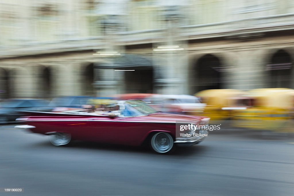 1950s-era US car, motion-blur : Stock Photo