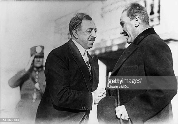 1892 1960König von Afghanistan 19191929Ankunft in der Türkei im Rahmen seinerEuropareise und Begrüssung durch denStaatspräsidenten Kemal Atatürk 1928