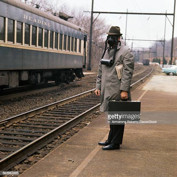 1960s 1970s MAN GAS MASK...