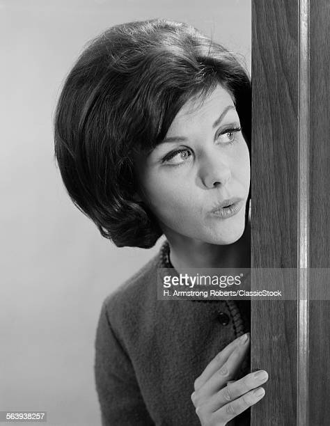 1960s BRUNETTE WOMAN...