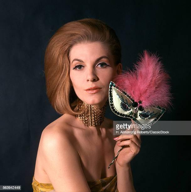 1960s GLAMOROUS WOMAN IN...