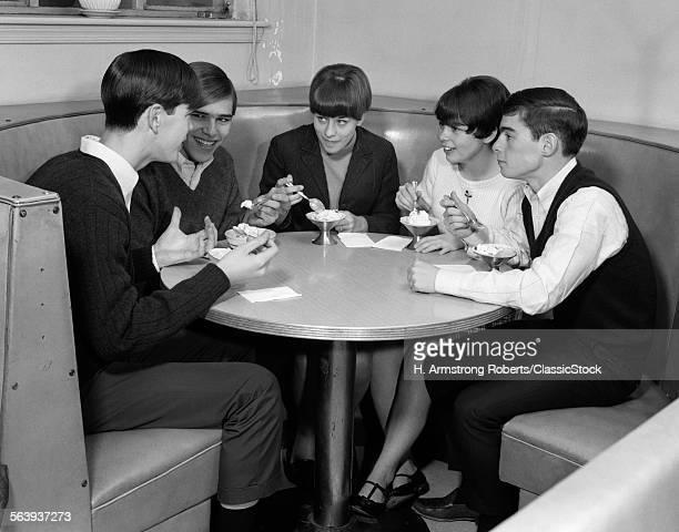 1960s GROUP OF 5 TEENS...