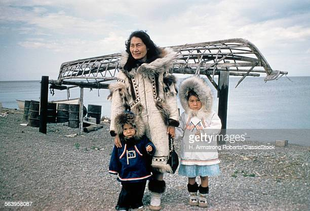 1960s INUIT MOTHER WITH...
