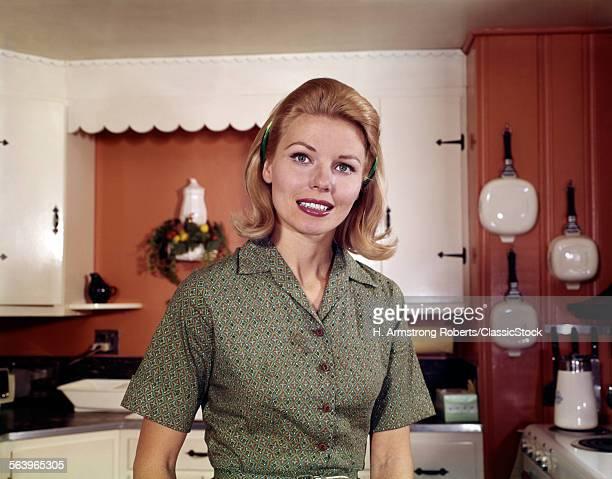 1960s PORTRAIT YOUNG...