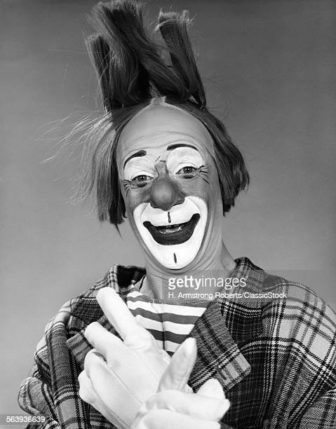 1960s SMILING CLOWN WITH...
