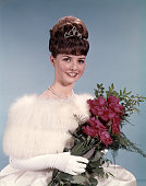 1960s YOUNG WOMAN WEARING...