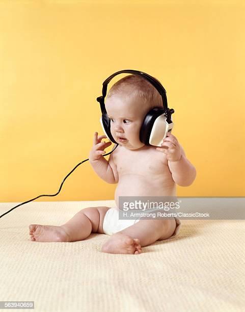 1970s BABY WEARING DIAPER...