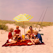 1970s FAMILY BEACH SHORE...
