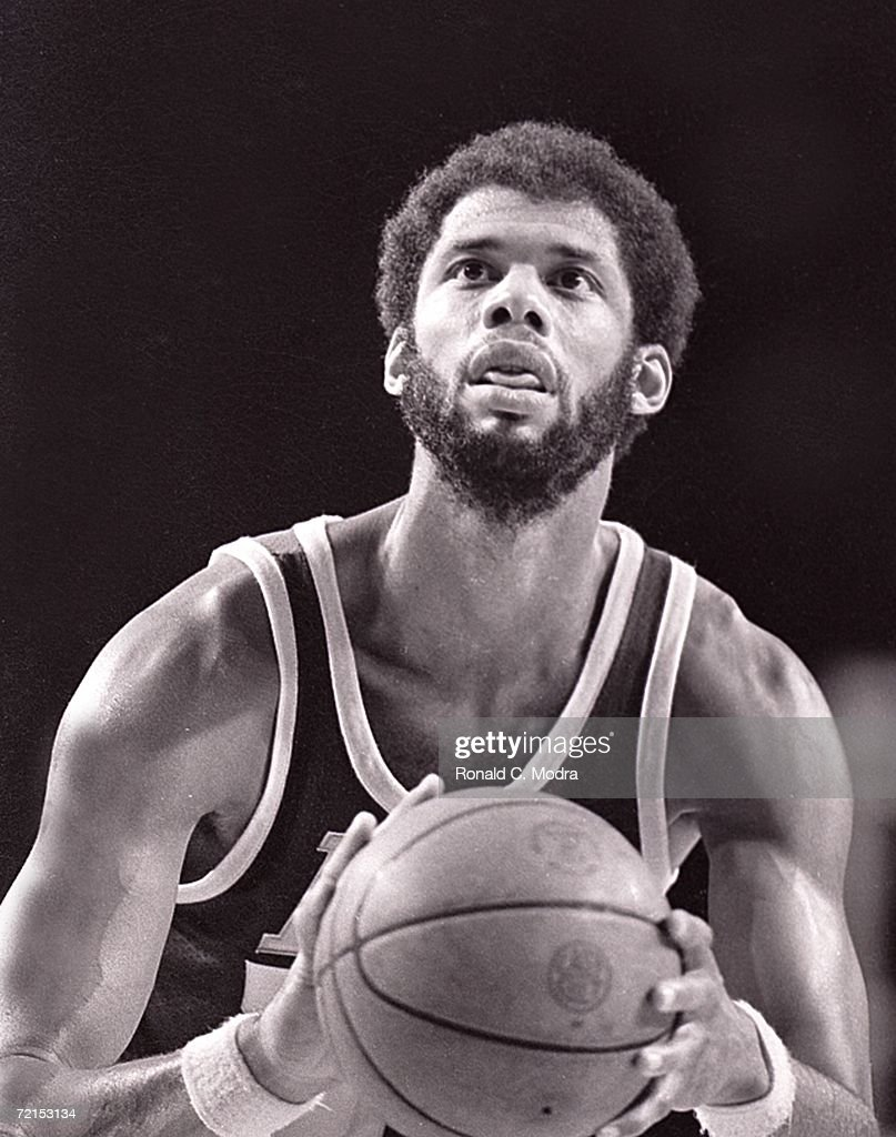 Kareem Abdul-Jabbar #33 of the Los Angeles Lakers shoots the ball against the Milwaukee Bucks in a game in the 1970s in Milwaukee, Wisconsin