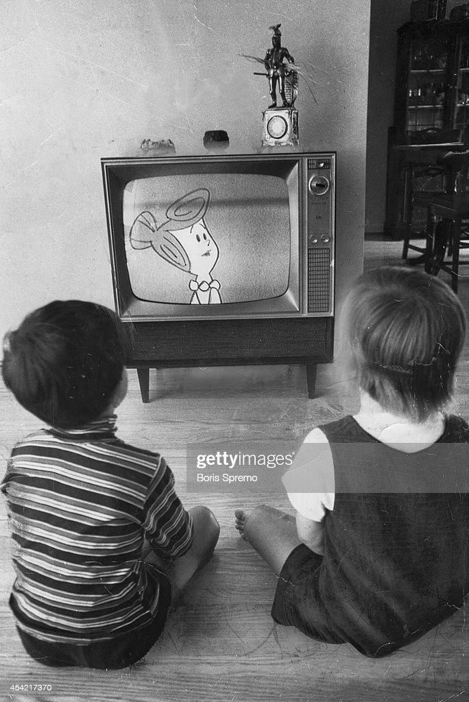 black kids watching tv. children watching the flintstones. photo taken by boris spremo/toronto star black kids tv m