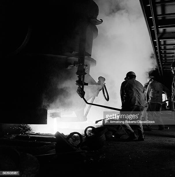 1970s MEN WORKING IN STEEL...