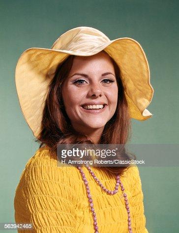1970s SMILING YOUNGOMAN...
