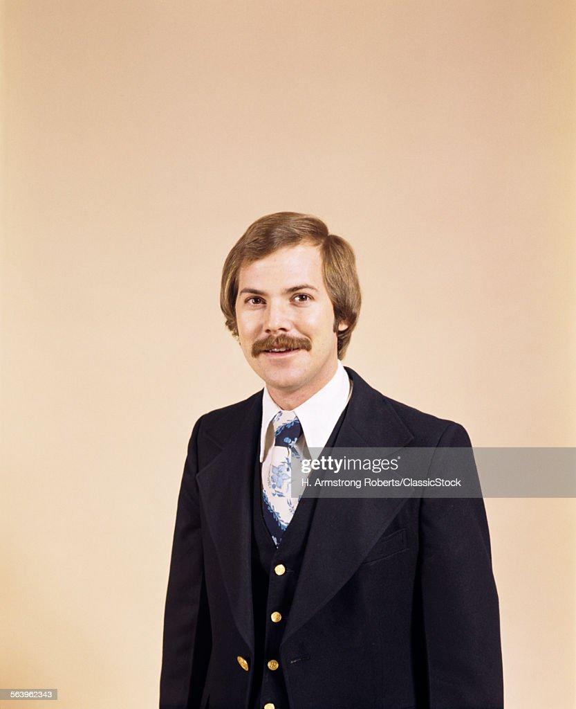 1970s WAIST UP PORTRAIT OF... : Stock Photo