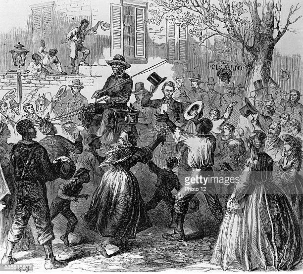 19th Century America The 4th April 1865 Abraham Lincoln travelling in a horsedrawn carriage triumphantly down the rue de Richmond capital of the...