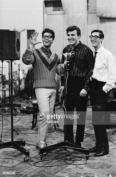 On the left pop singer Cliff Richard at the EMI recording studios In the centre is Bruce Welch rhythm guitarist and on the right Hank Marvin lead...