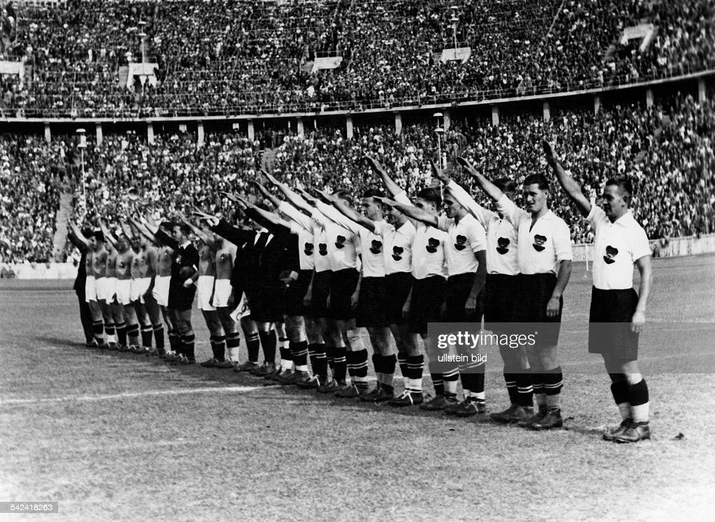olympische spiele 1936 in berlin fussball endspiel vor pictures getty images. Black Bedroom Furniture Sets. Home Design Ideas