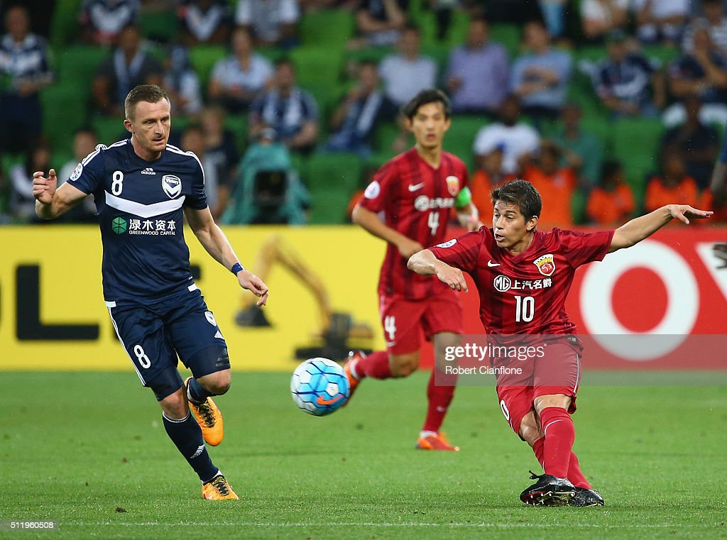1os kicks the ball during the AFC Asian Champions League match between Melbourne Victory and Shanghai Sipg at AAMI Park on February 24 2016 in...