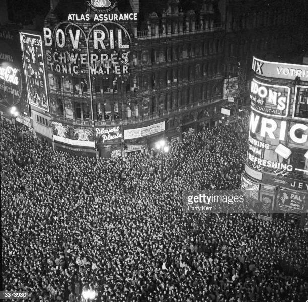 Revellers cram into London's Piccadilly Circus to count in the New Year