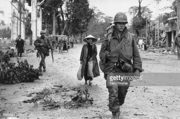 American soldiers and Vietnamese refugees returning to the town of Hue in Vietnam