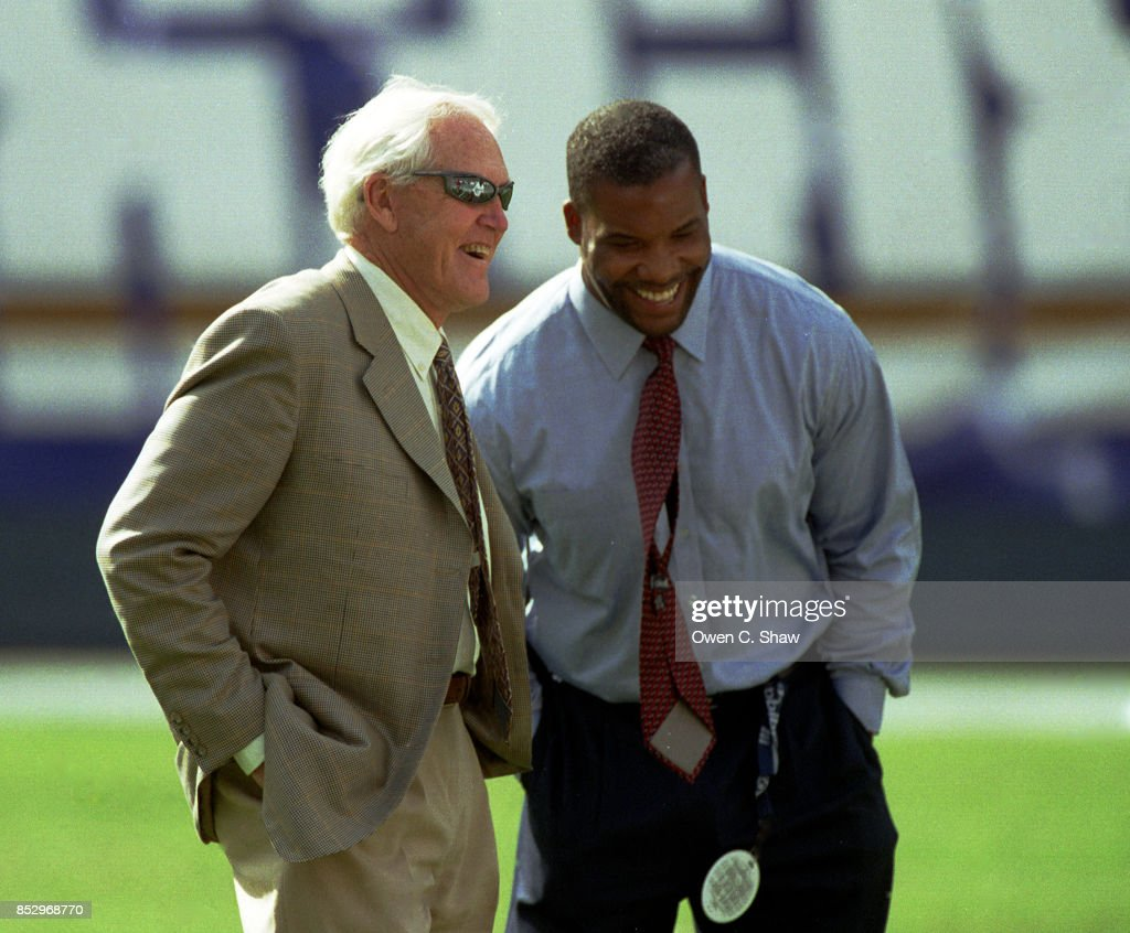 Former head coach of the San Francisco 49ers Bill Walsh enjoys a game between the San Francisco 49ers and San Diego Chargers at Jack Murphy Stadium circa 2002 in San Diego,California.